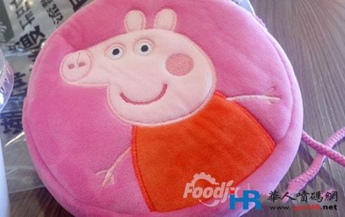 小猪佩奇动画片中有弟弟乔治,小羊苏西,小狗丹尼等等各种动物角色
